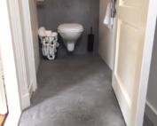 Vloer en achterwand afgewerkt met Beal Mortex. Overige wanden gladpleisterwerk. Het geheel met matte 2 componenten lak. Vloer en wanden zijn dan vuil afstotend.